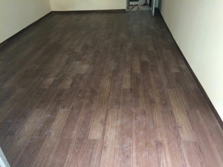 Thảm có bề mặt được in như gỗ thật, nhưng lại có giá rẻ hơn rất nhiều